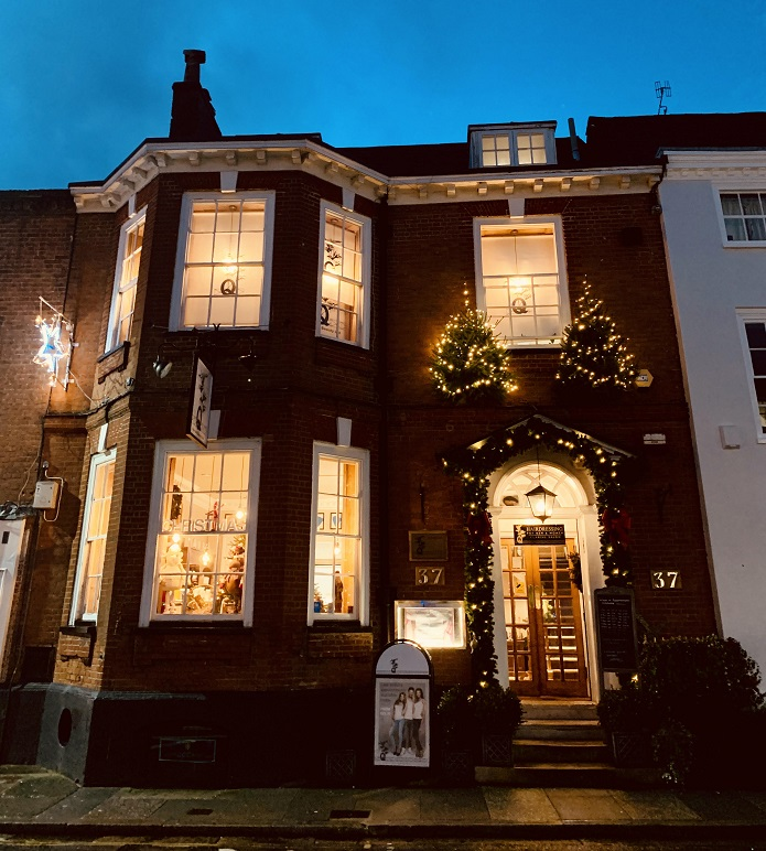 q window - www.salonbusiness.co.uk